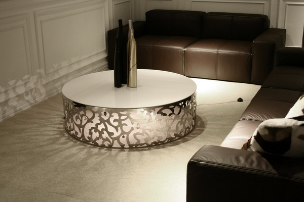Inviting Friends For A Cup Of Coffee, This Stainless Steel Coffee Table  Will Be A Good Sight For Your Friends As Well As A Good Conversation Topic.